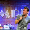 Dane Cook and 50+ Comedians receive Hero Goody necklace at Comedy Gives Back