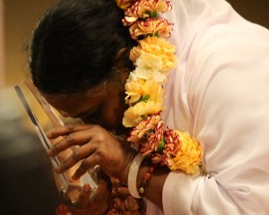 """Amma (""""The Hugging Saint"""") accepts Golden Goody Award from the Goody Awards before embracing thousands at the Los Angeles International Airport Hilton"""
